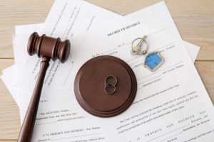 Rings with gavel and keys